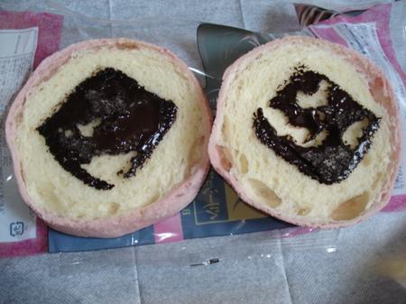 fujipan-berry-chocola-melonpan3.jpg